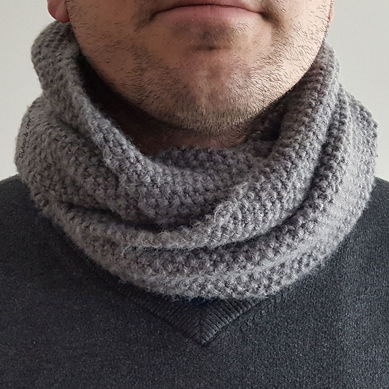 Snood au point de riz autour du cou